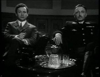 Шелленберг и Гимллер смотрят пропагандистские ролики